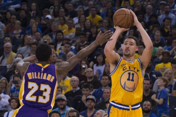 November 24, 2015; Oakland, CA, USA; Golden State Warriors guard Klay Thompson (11) shoots the basketball against Los Angeles Lakers guard Louis Williams (23) during the third quarter at Oracle Arena. The Warriors defeated the Lakers 111-77. Mandatory Credit: Kyle Terada-USA TODAY Sports