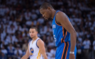 January 5, 2015; Oakland, CA, USA; Oklahoma City Thunder forward Kevin Durant (35, front) and Golden State Warriors guard Stephen Curry (30, back) during the third quarter at Oracle Arena. The Warriors defeated the Thunder 117-91. Mandatory Credit: Kyle Terada-USA TODAY Sports