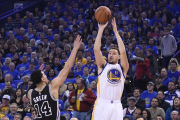 January 25, 2016; Oakland, CA, USA; Golden State Warriors guard Klay Thompson (11) shoots the basketball against San Antonio Spurs guard Danny Green (14) during the first quarter at Oracle Arena. Mandatory Credit: Kyle Terada-USA TODAY Sports