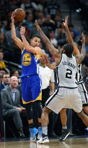 Mar 19, 2016; San Antonio, TX, USA; Golden State Warriors guard Stephen Curry (30) hooks a pass over San Antonio Spurs forward Kawhi Leonard (2) at the AT&T Center. Mandatory Credit: Erich Schlegel-USA TODAY Sports