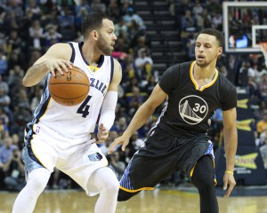 Apr 9, 2016; Memphis, TN, USA; Memphis Grizzlies guard Jordan Farmar (4) dribbles the ball as Golden State Warriors guard Stephen Curry defends at FedExForum. The Warriors won 100-99. Mandatory Credit: Nelson Chenault-USA TODAY Sports