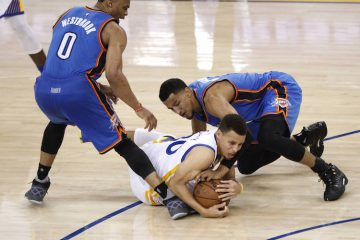 Stephen Curry Dives