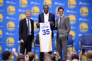 OAKLAND, CA - JULY 7:  Head coach Steve Kerr of the Golden State Warriors, Kevin Durant and General Manager Bob Myers display the jersey of Kevin Durant #35 Golden State Warriors during the press conference to introduce Kevin Durant on July 7, 2016 in Oakland, California. NOTE TO USER: User expressly acknowledges and agrees that, by downloading and or using this photograph, user is consenting to the terms and conditions of Getty Images License Agreement. Mandatory Copyright Notice: Copyright 2016 NBAE (Photo by Noah Graham/NBAE via Getty Images)