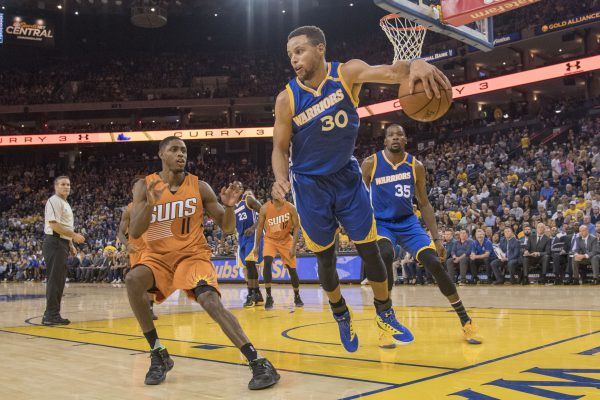 November 13, 2016; Oakland, CA, USA; Golden State Warriors guard Stephen Curry (30) saves the ball in front of Phoenix Suns guard Brandon Knight (11) during the fourth quarter at Oracle Arena. The Warriors defeated the Suns 133-120. Mandatory Credit: Kyle Terada-USA TODAY Sports