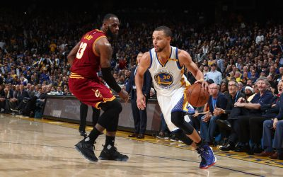 OAKLAND, CA - JANUARY 16: Stephen Curry #30 of the Golden State Warriors drives to the basket against the Cleveland Cavaliers on January 16, 2017 at ORACLE Arena in Oakland, California. NOTE TO USER: User expressly acknowledges and agrees that, by downloading and or using this photograph, user is consenting to the terms and conditions of Getty Images License Agreement. Mandatory Copyright Notice: Copyright 2017 NBAE (Photo by Nathaniel S. Butler/NBAE via Getty Images)