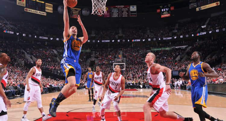 PORTLAND, OR - JANUARY 29: Klay Thompson #11 of the Golden State Warriors shoots the ball against the Portland Trail Blazers aon January 29, 2017 at the Moda Center in Portland, Oregon. NOTE TO USER: User expressly acknowledges and agrees that, by downloading and or using this Photograph, user is consenting to the terms and conditions of the Getty Images License Agreement. Mandatory Copyright Notice: Copyright 2017 NBAE (Photo by Sam Forencich/NBAE via Getty Images)