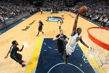 MEMPHIS, TN - FEBRUARY 10:  Draymond Green #23 of the Golden State Warriors goes to the basket against the Memphis Grizzlies on February 10, 2017 at FedExForum in Memphis, Tennessee. NOTE TO USER: User expressly acknowledges and agrees that, by downloading and or using this photograph, User is consenting to the terms and conditions of the Getty Images License Agreement. Mandatory Copyright Notice: Copyright 2017 NBAE (Photo by Joe Murphy/NBAE via Getty Images)