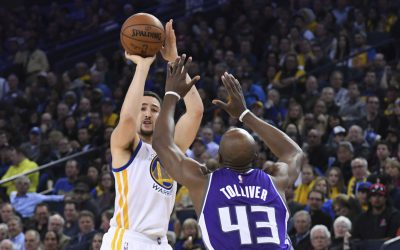 February 15, 2017; Oakland, CA, USA; Golden State Warriors guard Klay Thompson (11) shoots the basketball against Sacramento Kings forward Anthony Tolliver (43) during the second quarter at Oracle Arena. Mandatory Credit: Kyle Terada-USA TODAY Sports