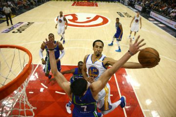 ATLANTA, GA - MARCH 6: Shaun Livingston #34 of the Golden State Warriors shoots the ball against the Atlanta Hawks on March 6, 2017 at Philips Arena in Atlanta, Georgia.  NOTE TO USER: User expressly acknowledges and agrees that, by downloading and/or using this Photograph, user is consenting to the terms and conditions of the Getty Images License Agreement. Mandatory Copyright Notice: Copyright 2017 NBAE (Photo by Kevin Liles/NBAE via Getty Images)